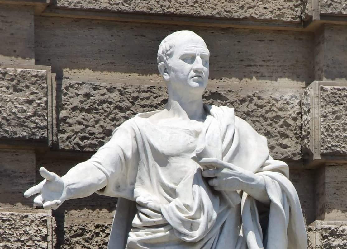 cicerone-statua