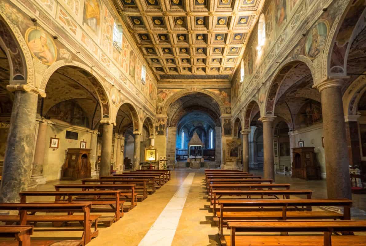 L'Abbazia di Farfa, L'Abbazia di Farfa, Rome Guides